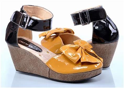 Lmaw5 Sepatu Wedges Biru 9 Cm sepatu wedges