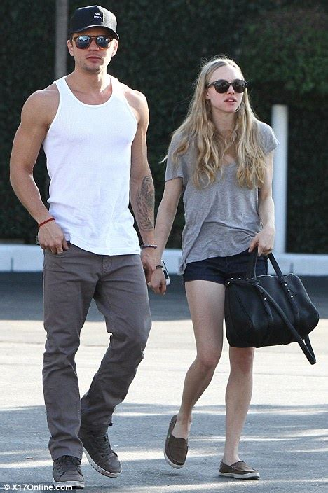 Phillip Thomas by Ryan Phillippe Steps Out With His New Leading Lady Amanda Seyfried Daily Mail Online