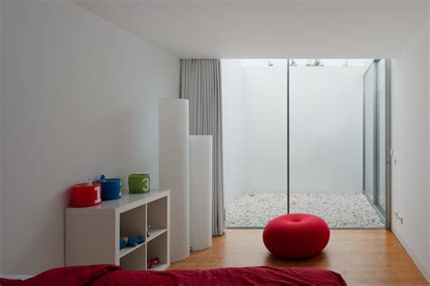 Htons Style Interior Decorating by Galeria De Casa Em Leiria Aires Mateus 12