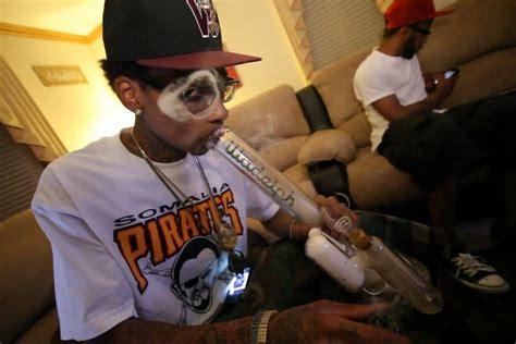 wiz khalifa smoking