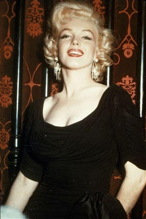 Nd Slkimar Merlyn Ceruti 1 earrings cleavage marilyn scoop neck 2801