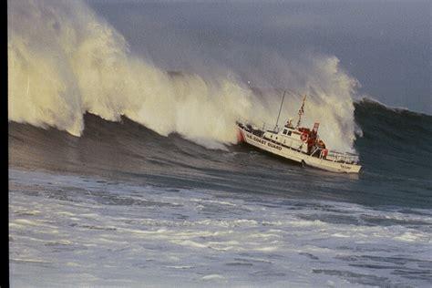 small boat cost coast guard huge waves columbia river coast guard small