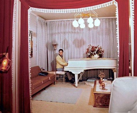 elvis room mansion elvis in the graceland room 1965 all things elvis the o jays