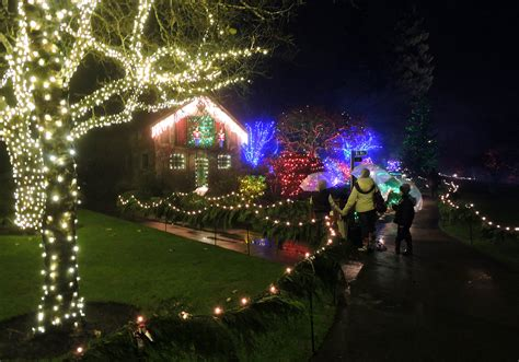 butchart gardens holiday lights the magic of christmas at butchart gardens