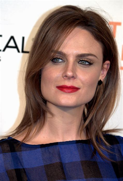 pics of woman with wide jaw bones file emily deschanel 2009 shankbone jpg wikimedia commons