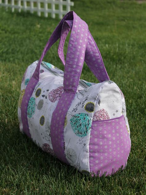 free pattern overnight bag free pattern overnight duffel bag the stitching scientist