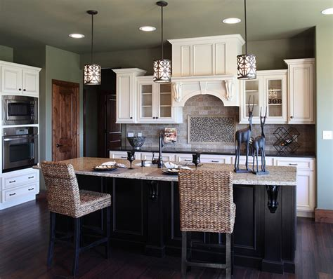 Soft White Kitchen Cabinets Shiloh Cabinetry Traditional Kitchen Indianapolis
