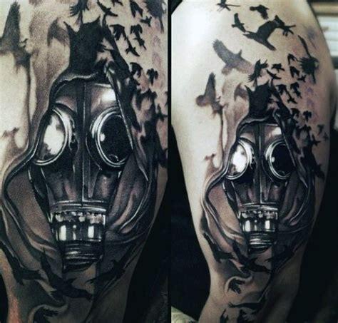 realismus stil farbiges schulter tattoo vom mann mit