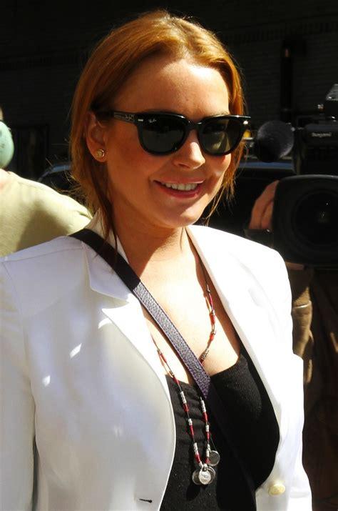 Lindsay Leaves Rehab by Lindsay Lohan Leaves Rehab For Different Rehab Center