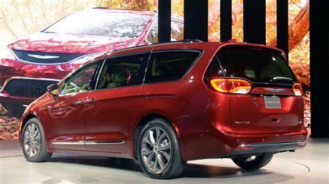 Chrysler Pacifica Mpg by 2017 Chrysler Pacifica Scores Near Top On Minivan Mpg