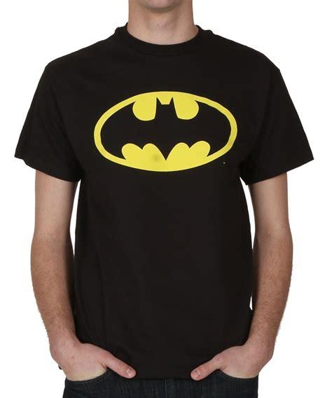 Tshirt Batmen Gold the most common batman t shirt debate isn t as simple as you may think boory