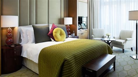 pics of rooms deluxe king room luxury hotel rooms london corinthia