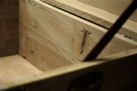 Aufkleber Von Holz Entfernen So Klappt S by Einen D 252 Bel Entfernen So Klappt S Bei Holz