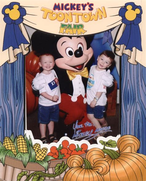 Disney Official Minnie Toontown House Ceramic - disney vacation