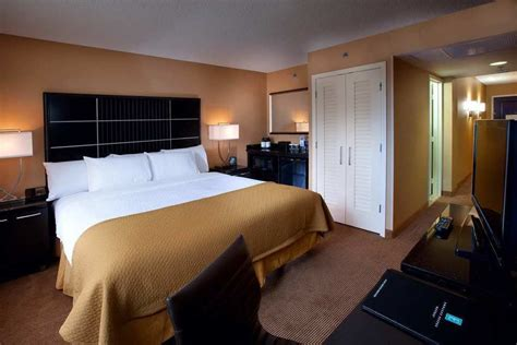 cheap hotel rooms in chicago embassy suites chicago downtown in chicago cheap hotel deals rates hotel reviews on