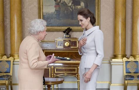 Angelinas Mothers Resting Place Is The Bahamas by Meets The At Buckingham Palace To