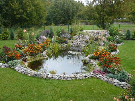 Wasserspiele Im Garten 104 by Gartenteich Mit Brucke Und Bachlauf Blessfest Garten
