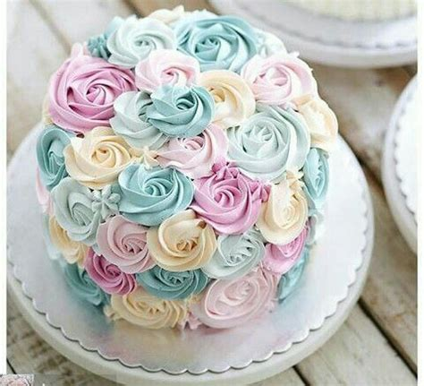 Cake Decorating Flowers Buttercream by Best 25 Buttercream Flower Cake Ideas On