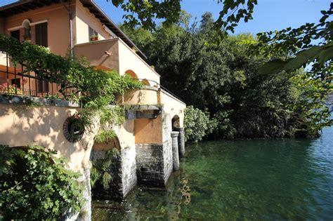 vendita lago di como vendita villa di prestigio con darsena sul lago di como