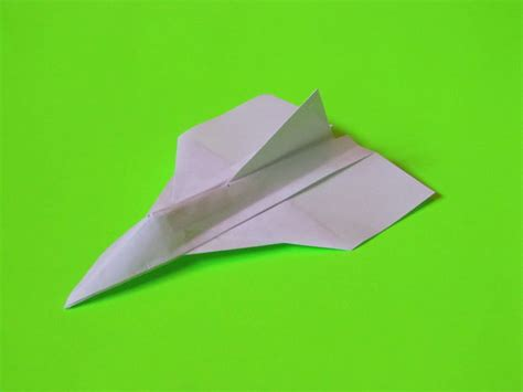 how to make the delta fighter paper plane