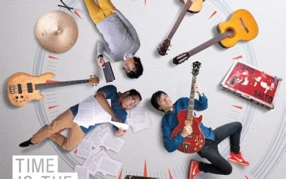 gambar sketsa   main gitar gambar gitar