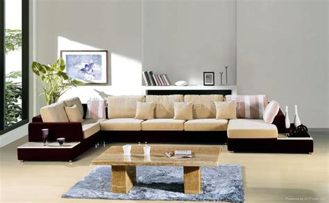 Living Room With Sofa 4 Tips To Choose Living Room Furniture Sofas Living Room Design