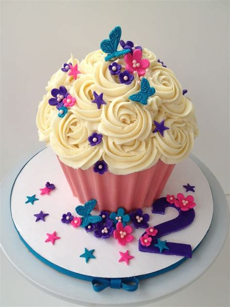 Cupcake Birthday Cake by 25 Best Ideas About Cupcakes On Big