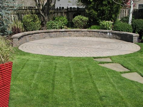circular paver patio a circular paver patio and seating wall create a