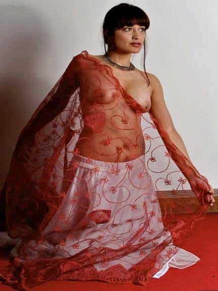 Nude Pics Indian Transparent Saree Me Big Indian Boobs Dikhae