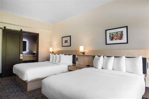 queen room  queen beds  waters hotel