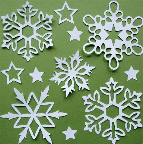 Snowflakes Out Of Paper - creative decorating your tree let it snow