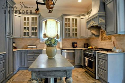 Can You Use Chalk Paint On Kitchen Cabinets Brocante Home Collection S Paintbrush And Pearls Painting