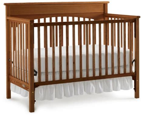 Crib History by Graco Classic Crib Walnut B002crksb0