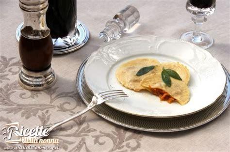 tortelli di zucca e amaretti alla mantovana tortelli alla mantovana ricette della nonna