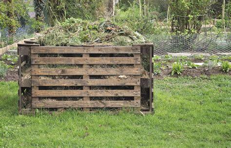 compostiera da giardino come costruire una compostiera da giardino anche con i