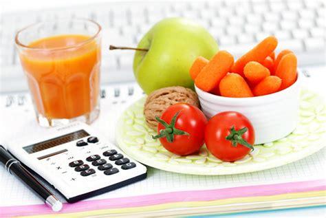 come calcolare calorie alimenti calcolare il fabbisogno calorico con le equazioni di
