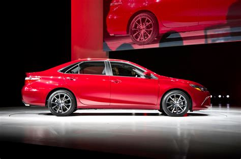 toyota camry 2015 2015 toyota camry first look motor trend