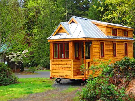 casette mobili in legno le casette di legno su ruote per una vacanza itinerante e