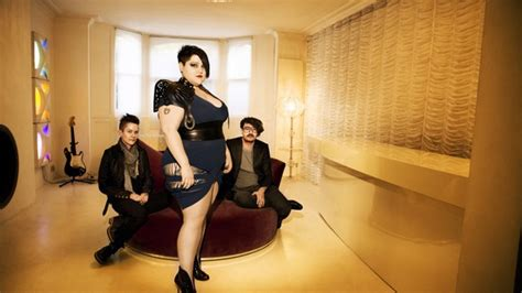 the gossip singer gossip singer beth ditto arrested outside bar screams