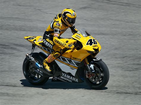 Yamaha Yzr M1 46 Laguna Seca 2005 Motorcycle Racing Model 1 18 1 12 tamiya 2005 yamaha yzr m1 laguna seca valentino scale auto magazine for building
