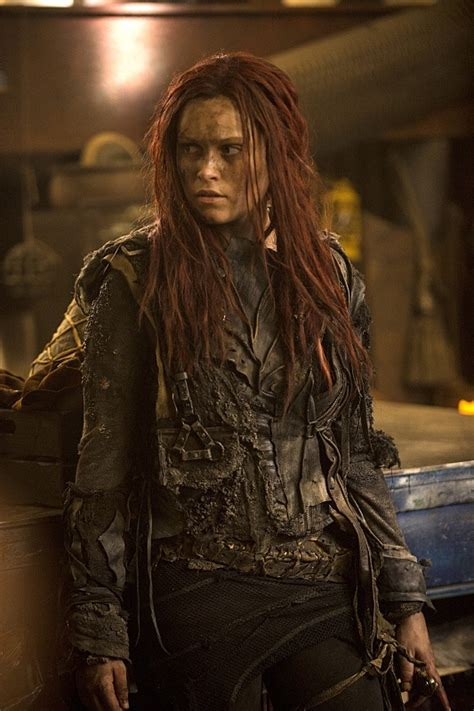 the 100 season 3 premiere stills a new look at clarke