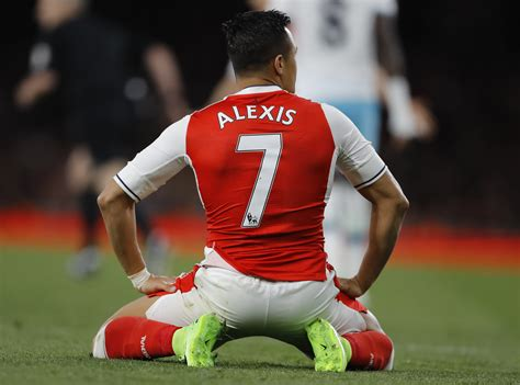 alexis sanchez staying at arsenal alexis sanchez to stay at arsenal but there s a catch