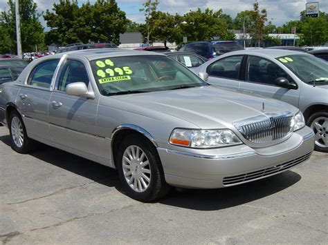 town car 2004 lincoln town car photos informations articles