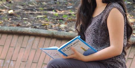 imagenes mujeres leyendo 394 mujer leyendo libro en un parque efectos personas