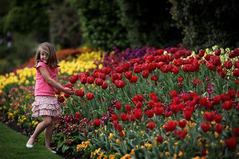 spring weather londoners enjoy the warm spring weather zimbio
