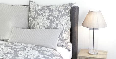 parete grigia da letto parete da letto grigia trova le migliori idee per