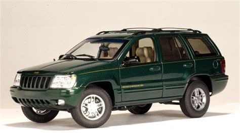 Autoart 1999 Jeep Grand Cherokee Dark Green 74014 In