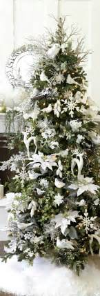 tree silver white:  at christmas for some strange reasoni love all the white sigh