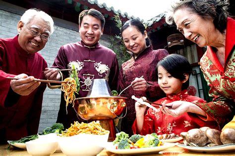 family for new years و بين أساطير التقويم الصيني استقبلت الصين عامها الجديد
