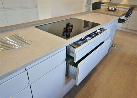 Kitchen Design Essex Pan And Cutlery Drawers For Under The Hob In The Island